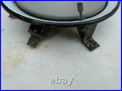 Ancienne applique ronde en fonte émaillée blanche bordure bleue pour bateau