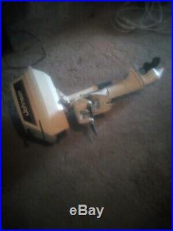 Bateau pour peche ou loisir avec moteur 4 cv a essence + remorque+une bouee