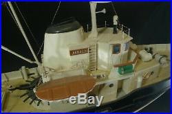 Bateau remorqueur AKRAGAS. Navigables pour radiocommande. Non motorisé. (Monté)