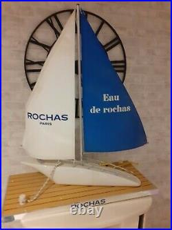 Grand maquette de bateau Voilier, Présentoir de parfum pour homme Rochas Paris